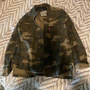 Levi's Trucker Jacket in Camo